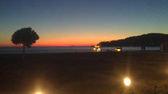 Club Belcekiz Beach Hotel: sunset from plaza bar