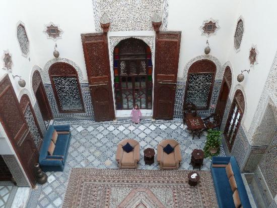 Riad Alkantara: patio des chambres. Vue delachambre