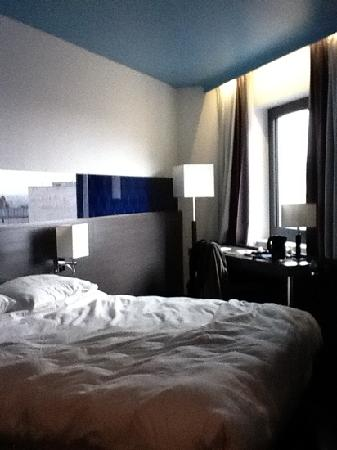 """Park Inn by Radisson Luxembourg City : chambre 610 """"deco bleue"""""""