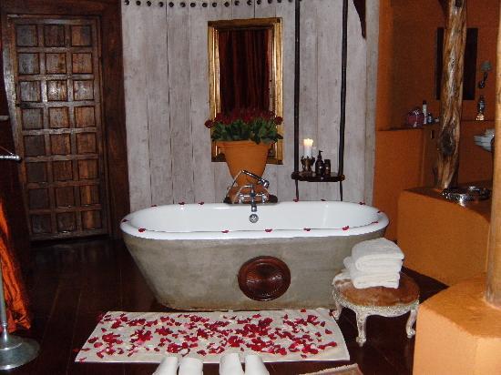andBeyond Ngorongoro Crater Lodge: Bañera