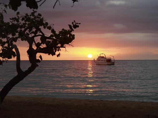 CocoLaPalm Resort: CocoLaPalm Sunset Negril Jamaica