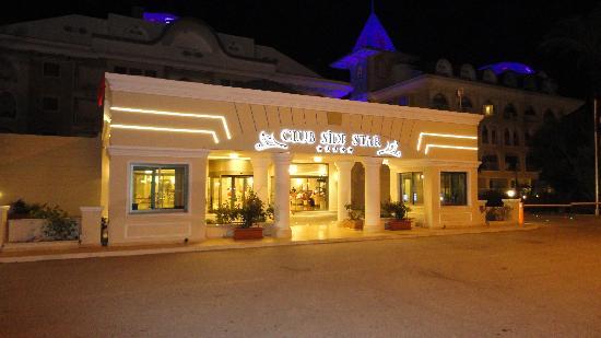 Side Star Resort: Main Entrance