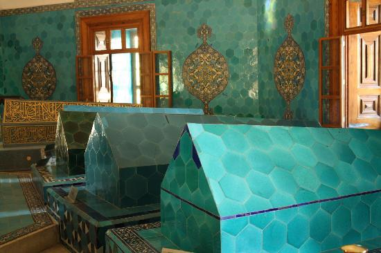 Green Tomb : Tile covered Tombs