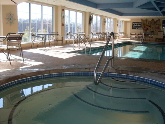 Hampton Inn South Kingstown - Newport Area: Stunning Pool with Large Hottub
