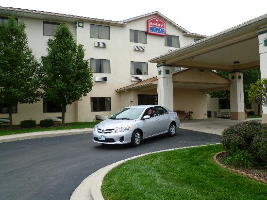 La Quinta Inn & Suites Fairborn Wright-Patterson: Outside