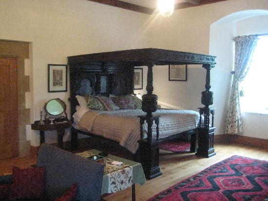 Hellifield Peel Castle: Four poster bed