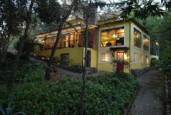 Sonoma Orchid Inn: The farmhouse is up on a hill above the river
