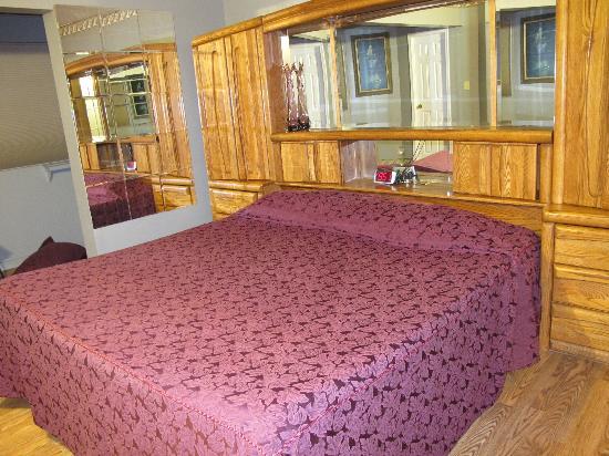 The Kern Lodge: Master Bedroom