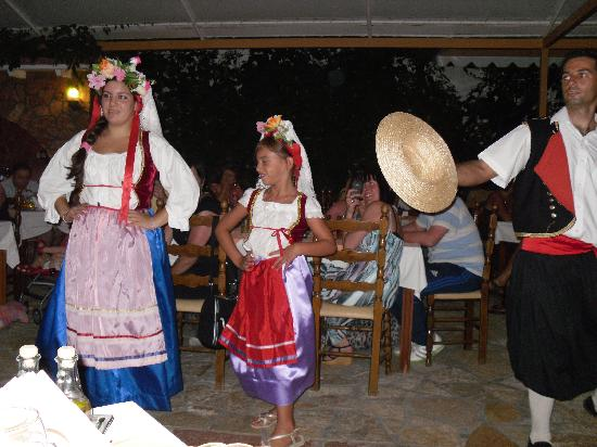 Hotel Marina: Greek dancing
