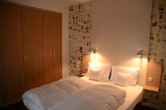 Grimm's Hotel: Der Schrank bietet genug Platz für Zwei