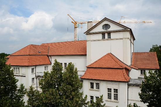 Parkhotel Altes Kaffeehaus: Das benachbarte Theater wird gerade renoviert