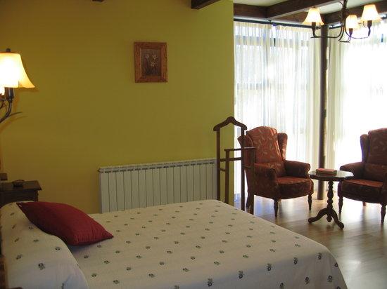 Centro de Turismo Rural Montealegre : Habitación con chimenea