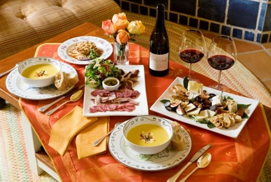 L'Auberge Provencale Bed and Breakfast : In-room Repast