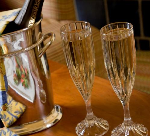 L'Auberge Provencale Bed and Breakfast: Enjot a Champagne toast with your love