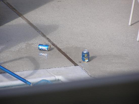 La Quinta Inn Baton Rouge University Area: beer cans!