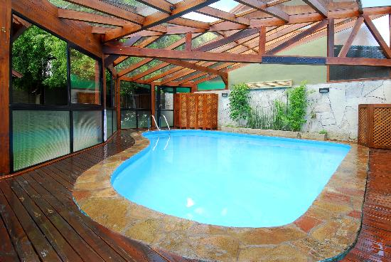 Piscina climatizada cubierta picture of cabanas arique for Piscina climatizada