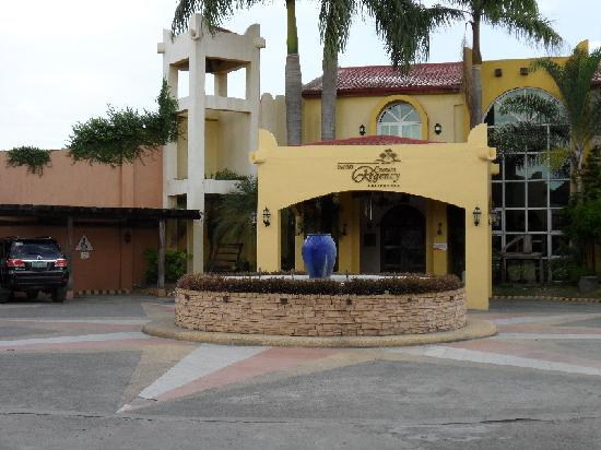 Crown Regency Residences Davao: Entrance