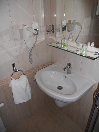 Hotel Logos: Bathroom