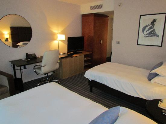 Roissy, Francia: Room from the other side