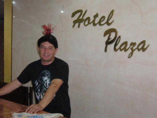 Cali Plaza Hotel: En la Recepción del Hotel, era halloween