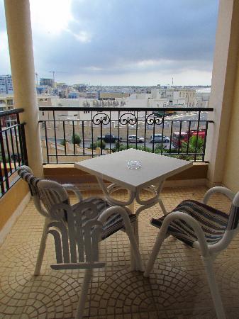 Marina Hotel Corinthia Beach Resort: Balcony (no sea view this time)