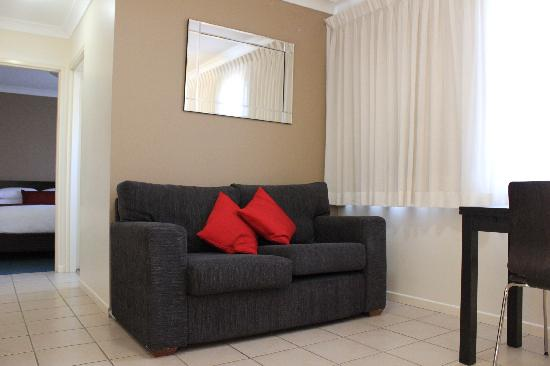 Best Western Ipswich Heritage Motor Inn: Our superior suites - lounge area