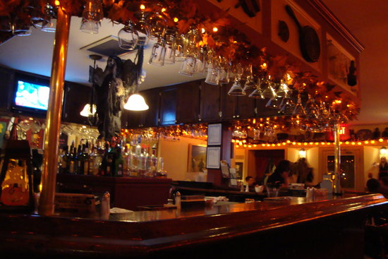 The Waring House Pub and Restaurant: the bar
