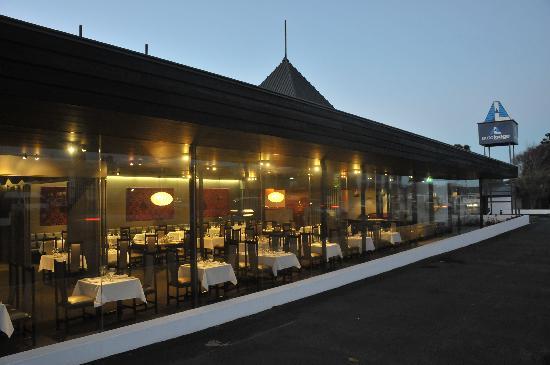 Auto Lodge Motor Inn: Juliana's Restaurant