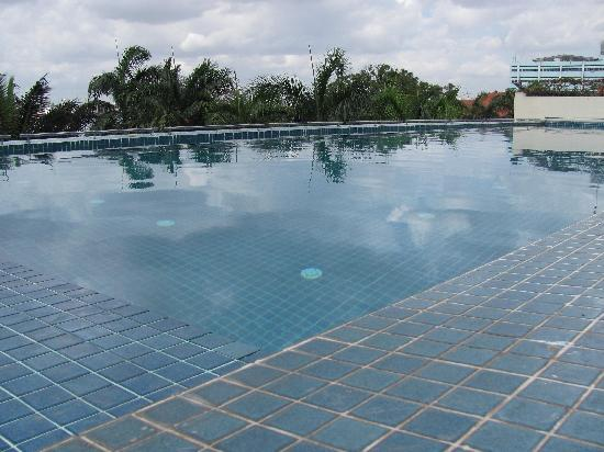 Picture of hyatt regency dar es salaam the kilimanjaro dar es salaam tripadvisor for Swimming pools in dar es salaam