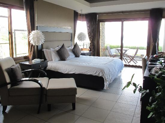 8 Suites: Our room