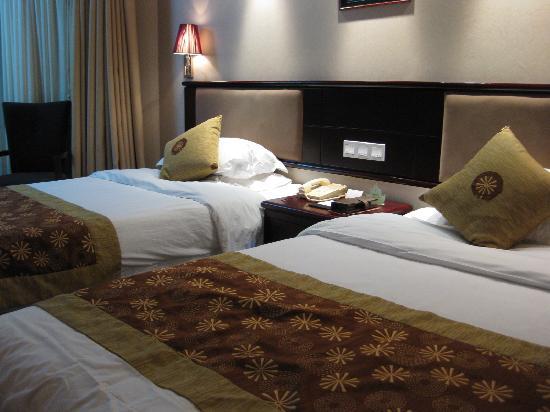 Aster Hotel: 雅都大酒店の客室★ベッドは大きめ♪