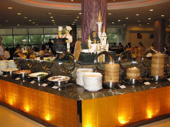 Aster Hotel: 朝食のレストランは種類豊富です。