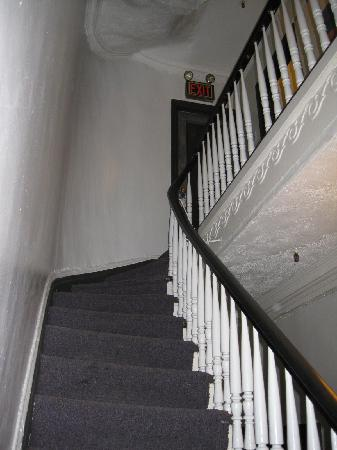 Colonial House Inn: Our Room #22 is at top of the stairs; there is no elevator