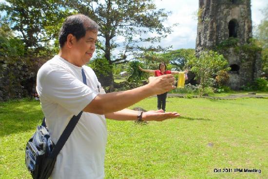 Mayon Volcano: HEEEEELP!
