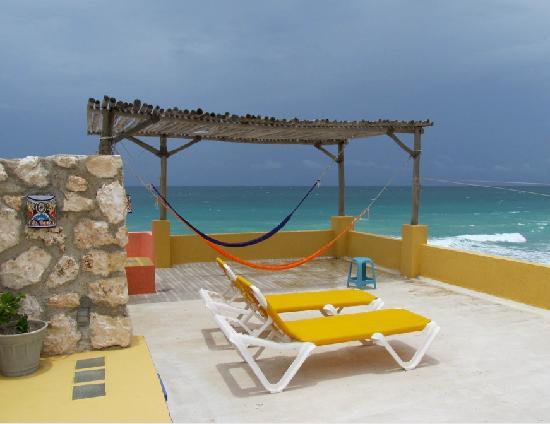 Casa Flamboyan: Rooftop Relaxation Spot