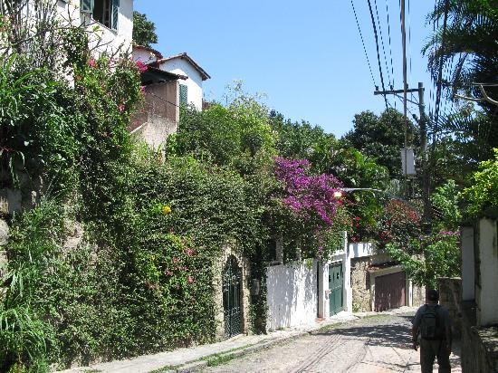 Maria Santa Teresa: streets of Santa Teresa