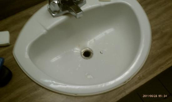 Howard Johnson Inn and Suites Toronto East : Bathroom sink