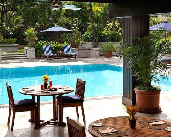 The Peninsula Manila: Swimming Pool