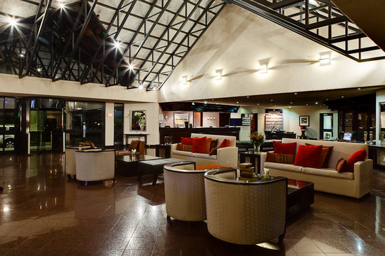 Protea Hotel Midrand: Hotel Lobby and Reception