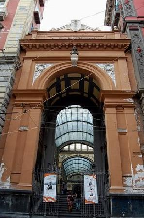 Galleria Principe di Napoli: Entrance from National Museum side