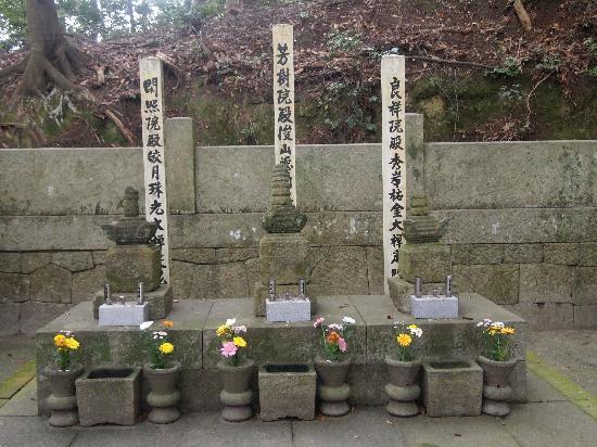 Kogetsuin: 松平家初代親氏、二代泰親、四代親忠夫人の墓