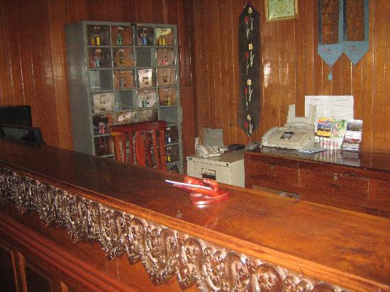 Damnak Angkor Village : Absentee recepcionist