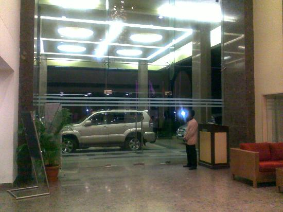Gee Kay Millennia : lobby from the reception