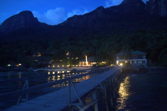 Minang Cove Resort: night view