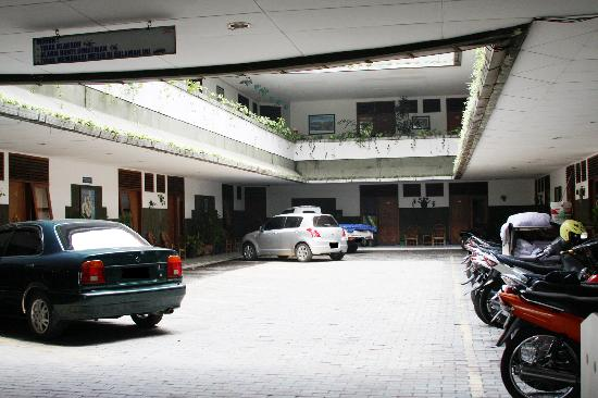 Pajajaran Hotel: Secure parking