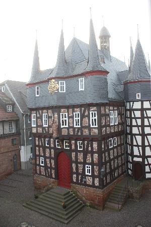 Hotel Die Sonne Frankenberg: Seitlicher Ausblick auf das Rathaus
