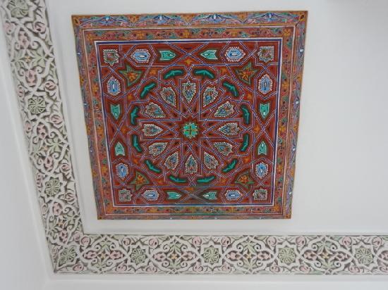 Riad Naila: ceiling art!