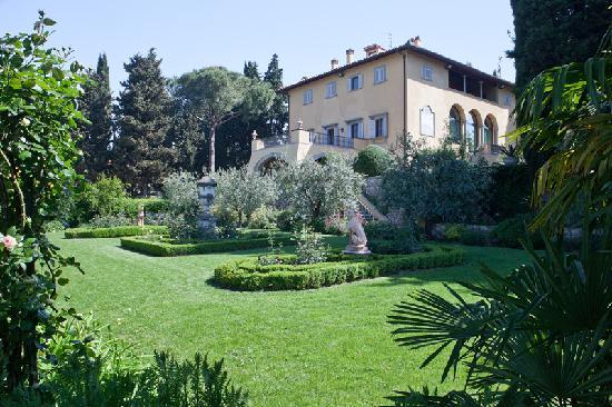 Villa Marcellini: veduta facciata e giardino