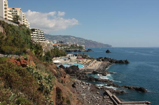 Madeira Regency Cliff: Hotel seen from the promenade.