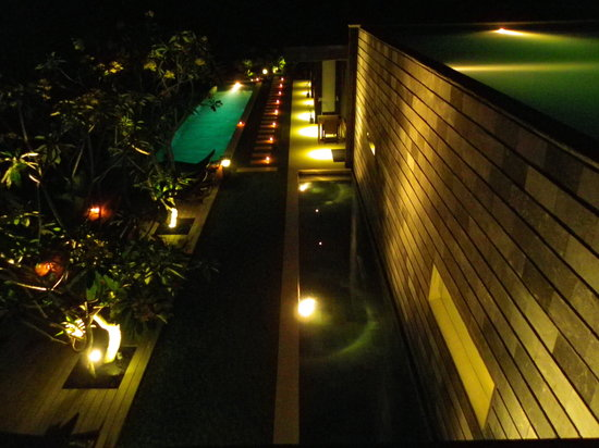 The Puncak: Night atmosphere
